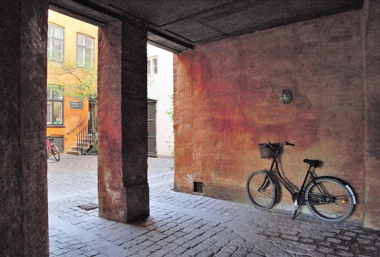1 Olle Bäckstrand, Bakgata i Köpenhamn